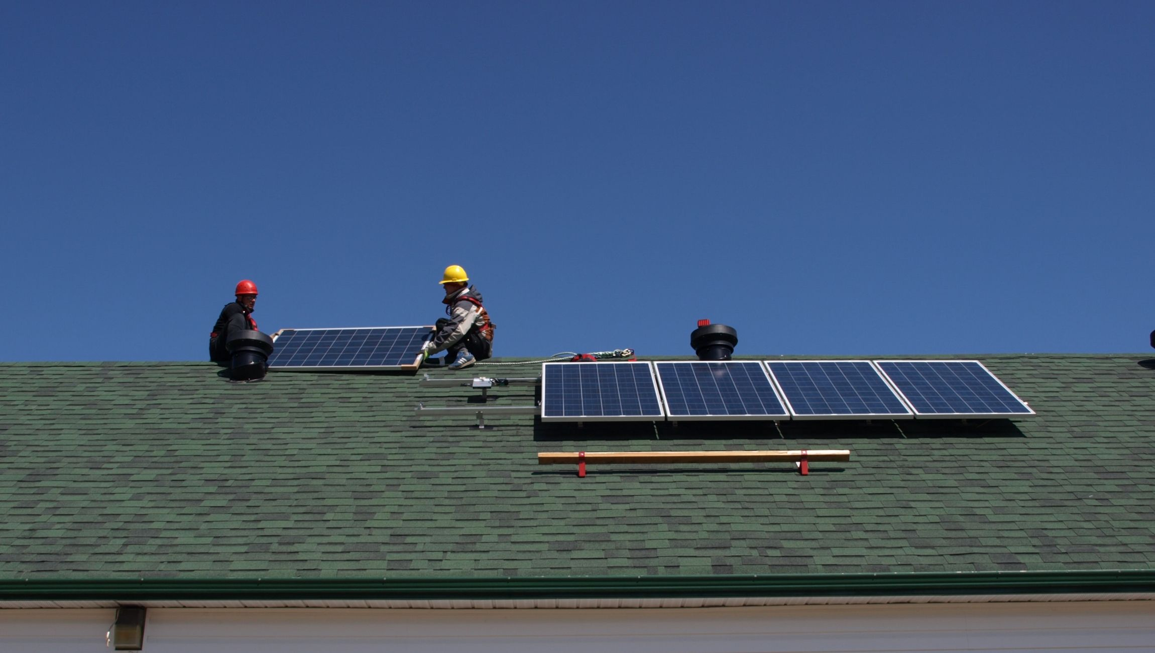 Carrying PV panels on a steep roof